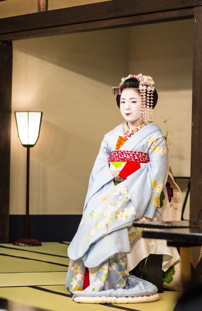 real maiko at a tea ceremony
